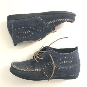 Minnetonka Blue Suede ankle booties size 7